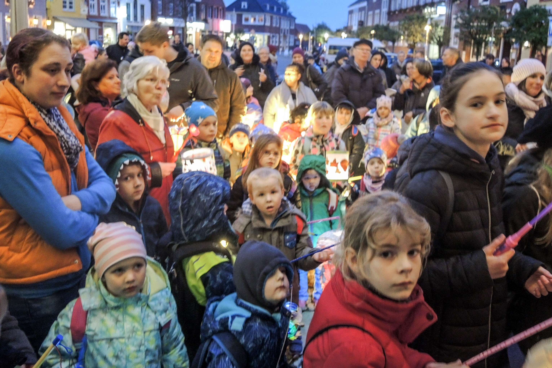 Martinisingen auf dem Marktplatz 10. November 2020